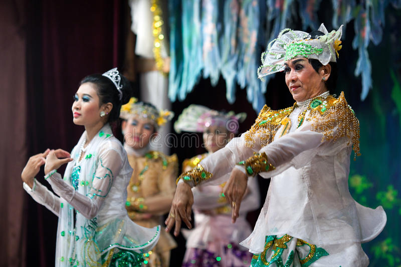 Burmese Dance - Asian Traditional Theatre and Dance. YANGON, MYANMAR - JANUARY 25: Actors performing traditional Burmese dance on evening show in Karaweik Hall stock photo