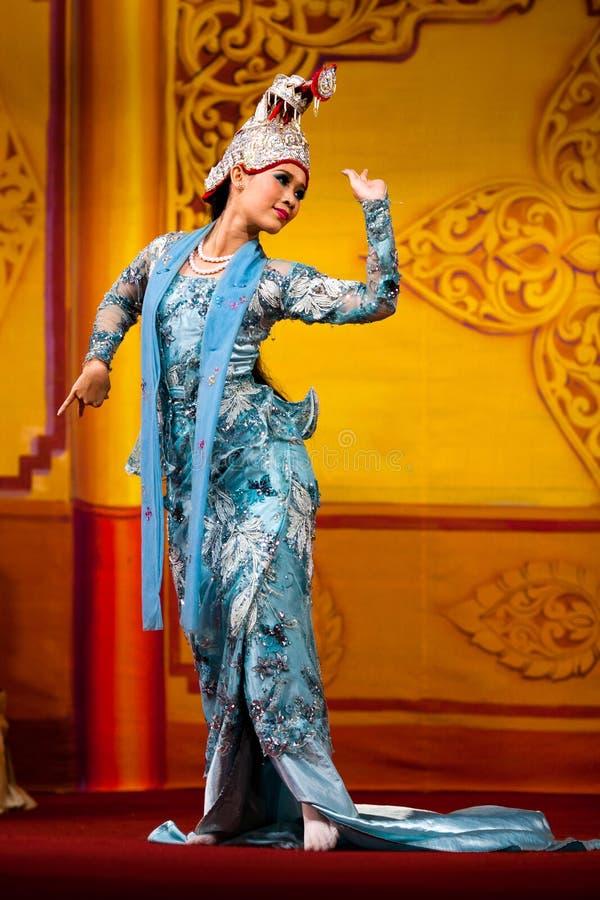 Burmese Dance - Asian Traditional Theatre and Dance. YANGON, MYANMAR - JANUARY 25: Girl performing traditional Burmese dance in Karaweik Hall on January 25, 2011 stock images