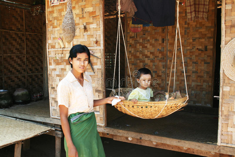 burmese familj arkivfoto