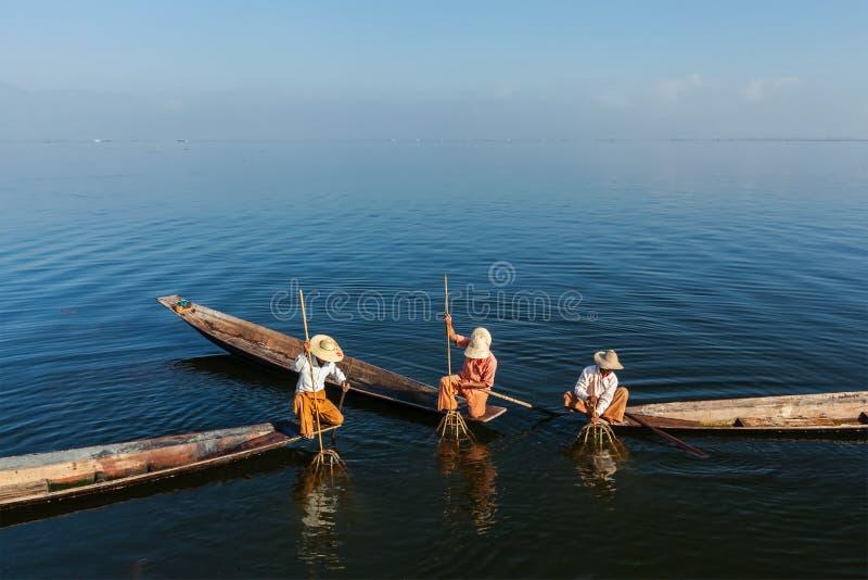 Burmese fiskare på Inle sjön, Myanmar arkivfoton