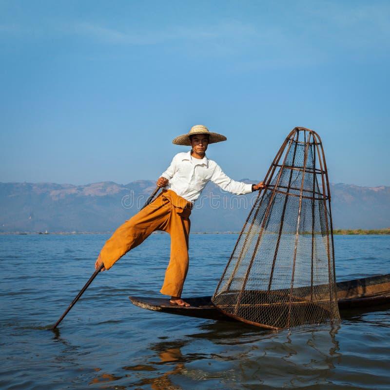 Burmese fiskare på Inle sjön, Myanmar fotografering för bildbyråer