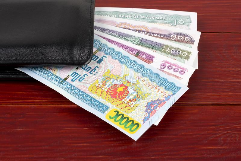 Burmese Kyat i den tillbaka plånboken royaltyfri fotografi