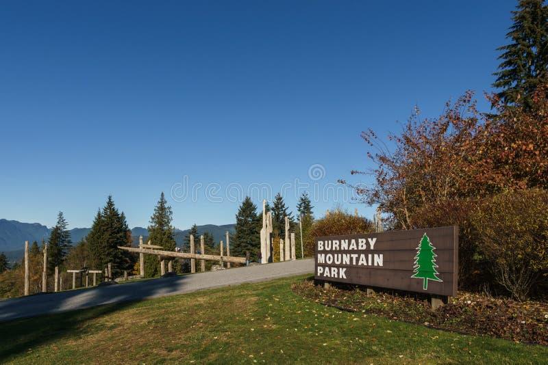 BURNABY, CANAD? - 17 DE NOVEMBRO DE 2018: Parque da montanha de Burnaby no dia ensolarado do outono foto de stock royalty free