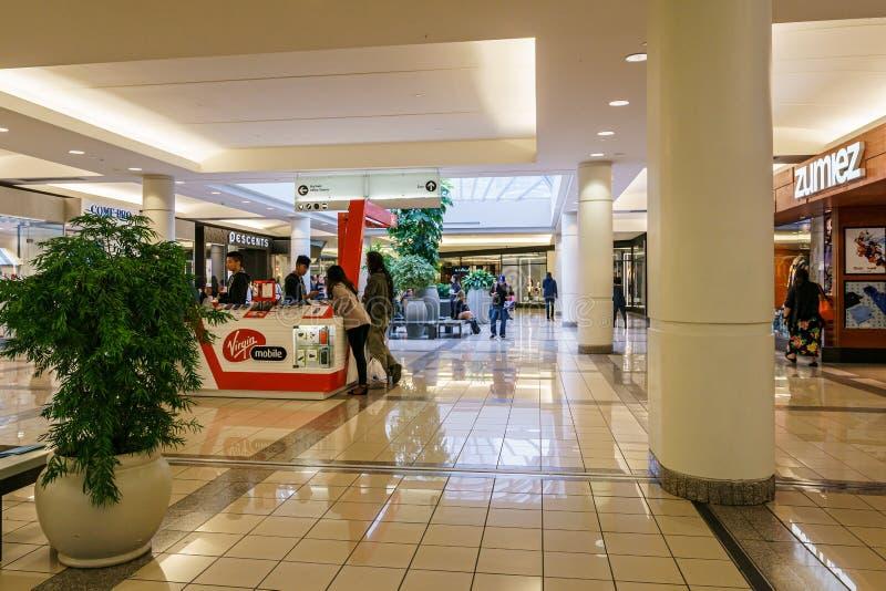 Burnaby, CANAD? - 20 de setembro de 2018: vista interior da metr?pole no shopping de Metrotown fotografia de stock
