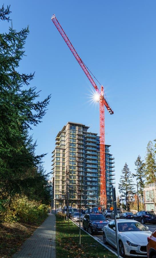 BURNABY, CANADA - 17 NOVEMBRE 2019: vista delle costruzioni e della via di appartamento il giorno soleggiato di autunno in Columb fotografia stock libera da diritti