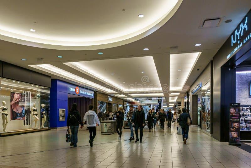 Burnaby, CANADA - 21 settembre 2018: vista interna della metropoli al centro commerciale di Metrotown fotografie stock