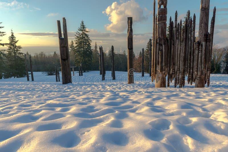 Download Burnaby-Gebirgstotempfahl Vancouver Im Januar 2017 Stockfoto - Bild von fluß, tageszeit: 90228488