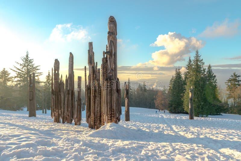 Download Burnaby-Gebirgstotempfahl Vancouver Im Januar 2017 Stockbild - Bild von klippe, wald: 90228567