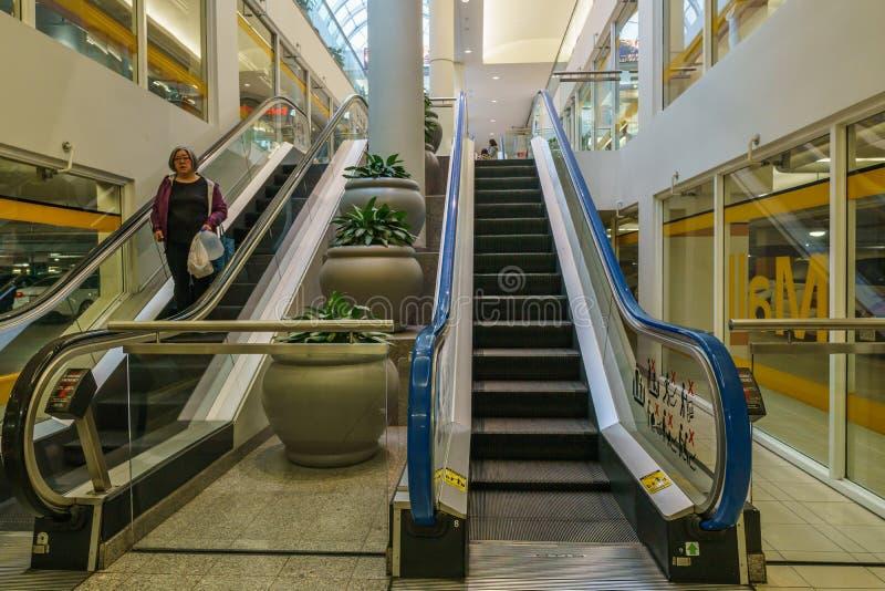 Burnaby KANADA - September 20, 2018: inre sikt av metropolisen p? den Metrotown shoppinggallerian arkivbilder