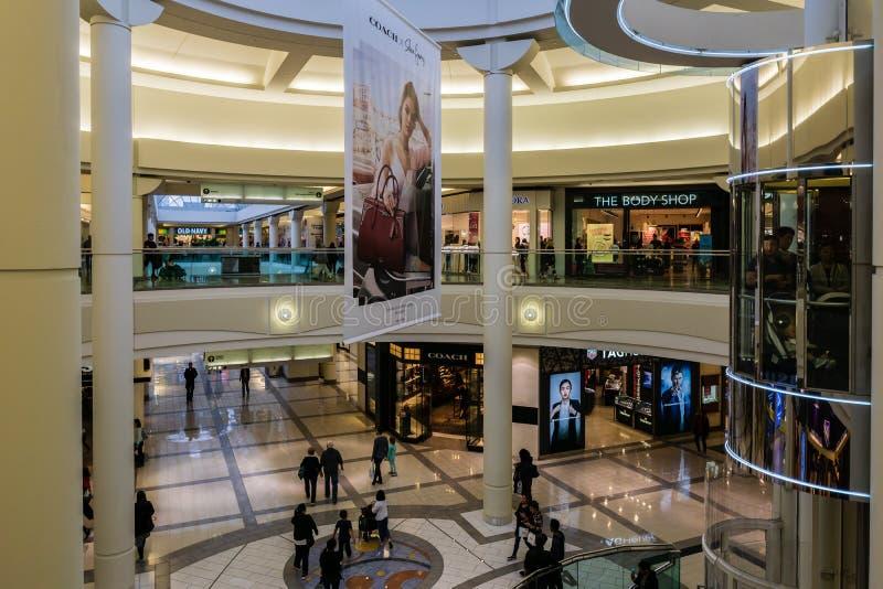 Burnaby KANADA - September 20, 2018: inre sikt av metropolisen p? den Metrotown shoppinggallerian arkivfoton