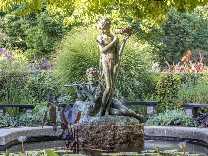Burnett Fountain i sommar royaltyfri bild
