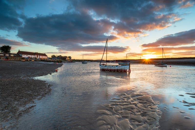 Burnham Overy Staithe un village assez de pêche sur la côte de la Norfolk photos libres de droits