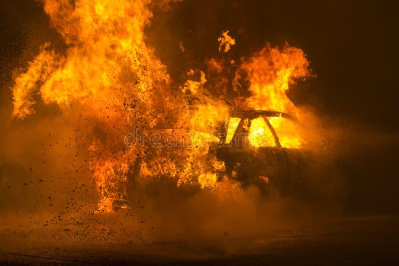 burning bilväg fotografering för bildbyråer
