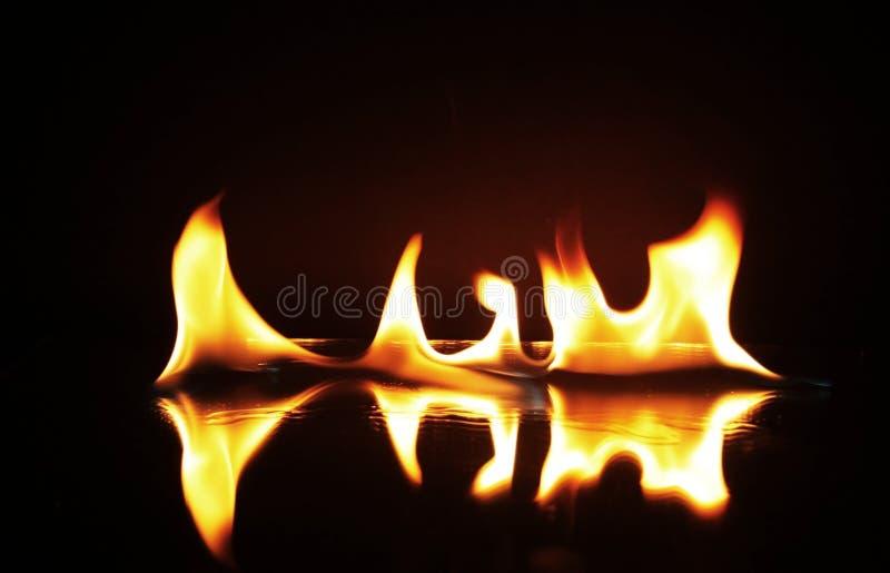 burning brandflammor arkivbild
