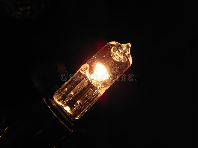 Burning d'ampoule d'halogène photographie stock libre de droits