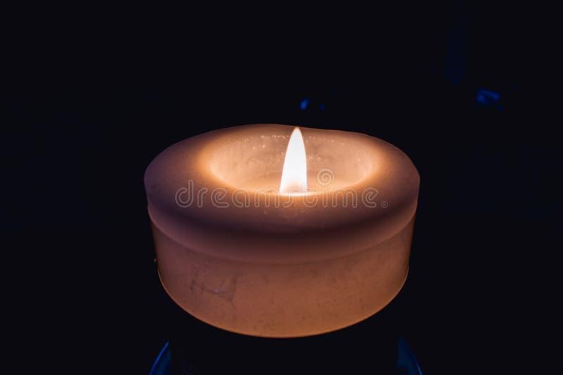 Burning da vela imagem de stock