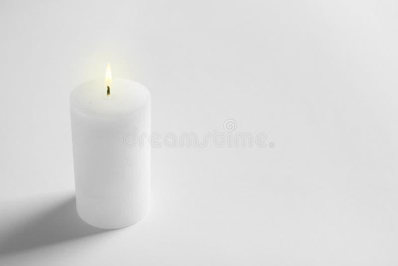 Burning de bougie de cire de pilier photos libres de droits