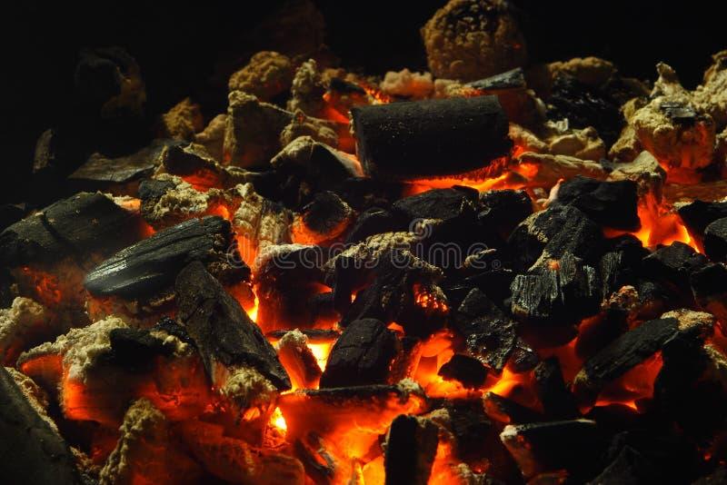 Burning do carvão vegetal foto de stock royalty free