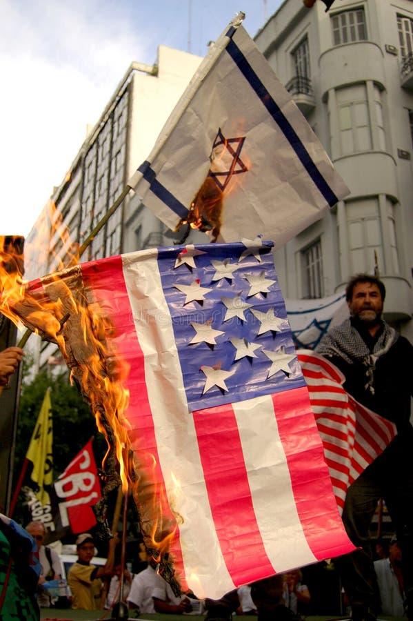 burning flaggor arkivbilder