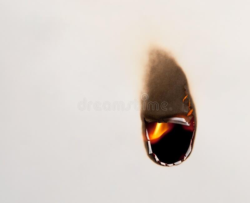 burning hålpapper arkivfoto