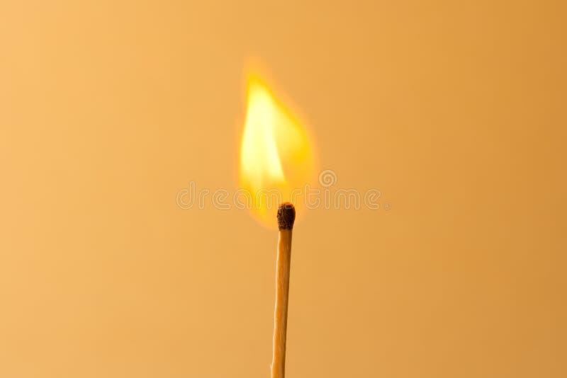 burning match arkivfoto