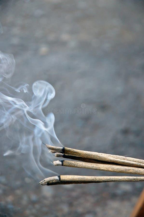 burning rökelse arkivfoton