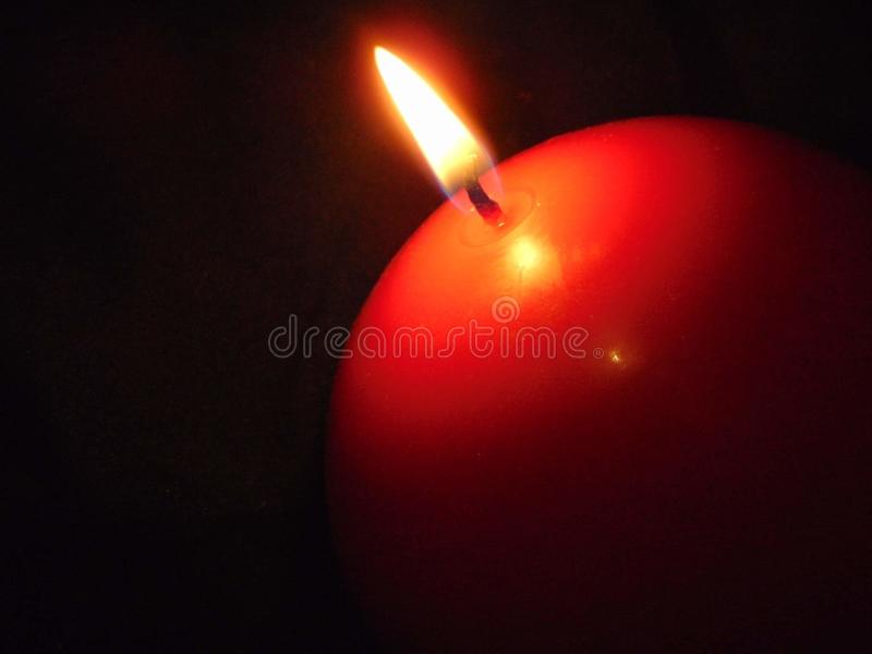burning stearinljusdark royaltyfri fotografi