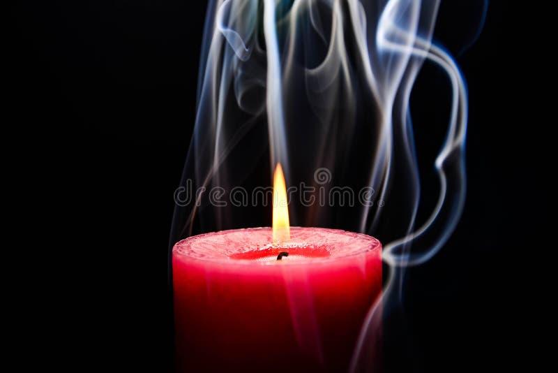 burning stearinljuspink royaltyfri fotografi
