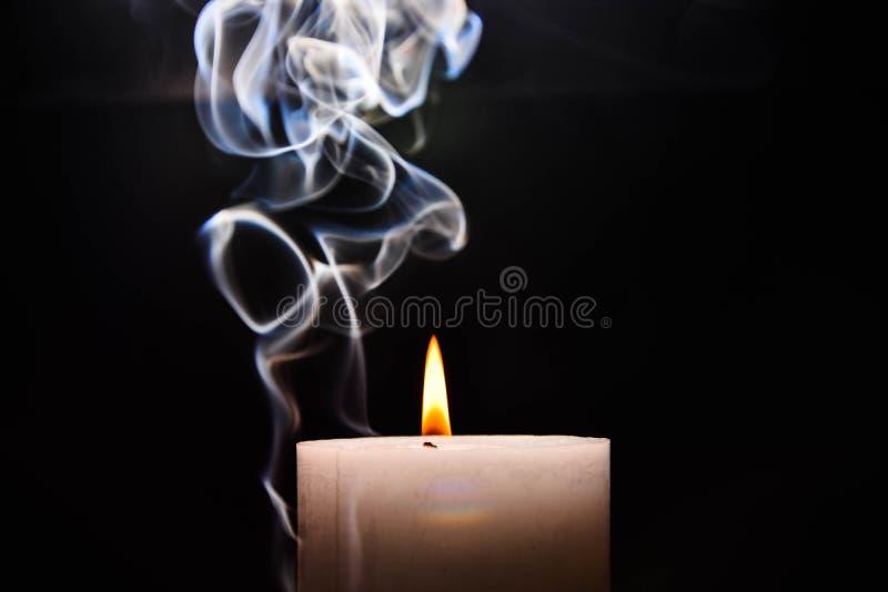 burning stearinljuswhite arkivbild