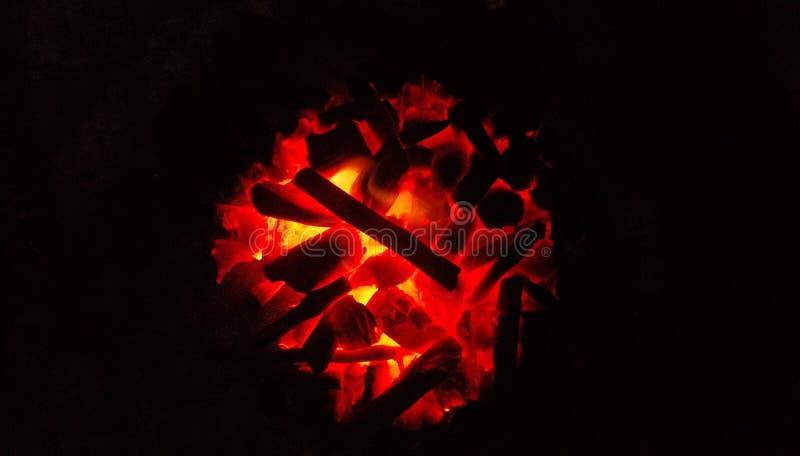 Burnnig kol fotografering för bildbyråer