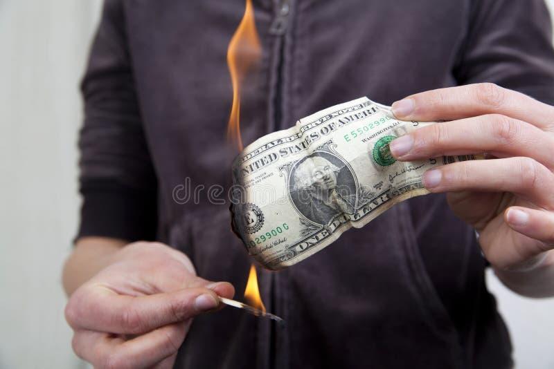 Burnning das Geld lizenzfreie stockbilder