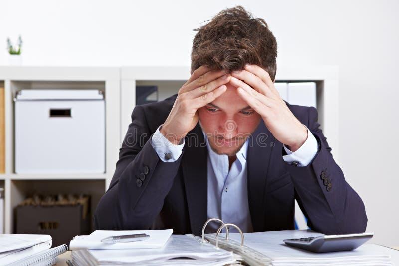 burnout biznesowego mężczyzna biuro obraz royalty free