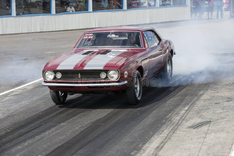 Burnout di Chevrolet Camaro fotografia stock libera da diritti