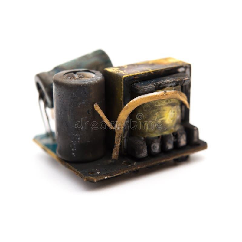 Burnt out sedno mobilny recharger na bielu zdjęcie royalty free