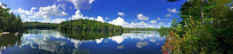 Burr Pond-Nationalpark-Panoramaherbstansicht stockfoto