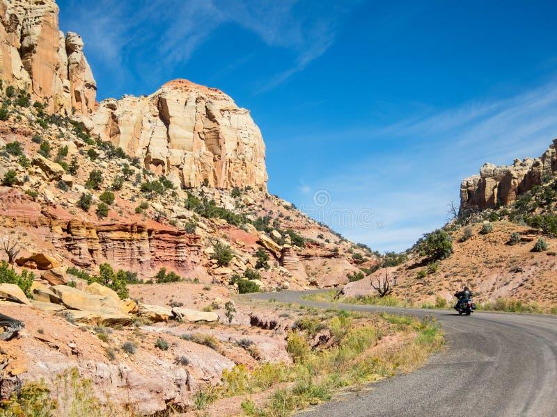 Burr Trail Road sur un vélo images libres de droits