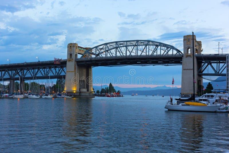 Burrard-Brücke an der Dämmerung in Vancouver, Britisch-Columbia, Kanada lizenzfreie stockbilder
