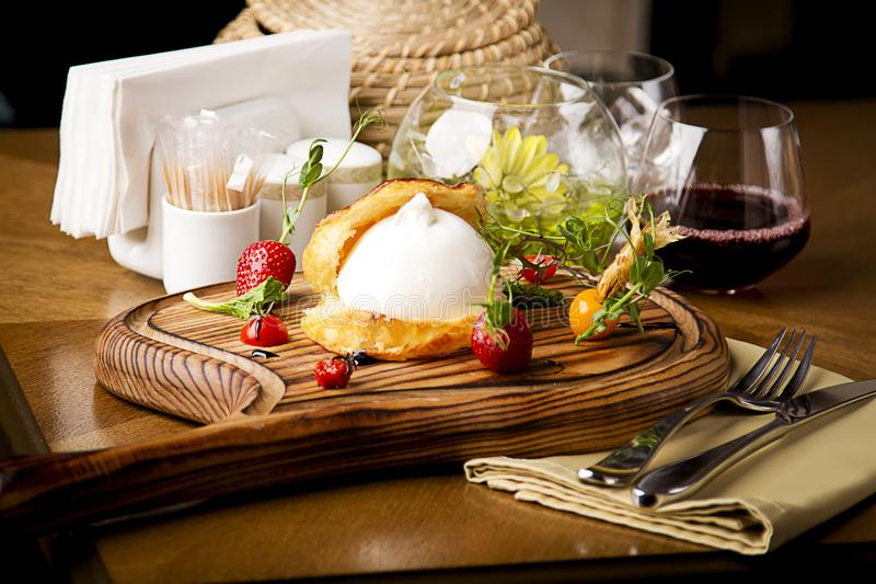 Burrata-Küchenrestaurant, das Geschmäcke gut herrlich dieses ist lizenzfreies stockfoto