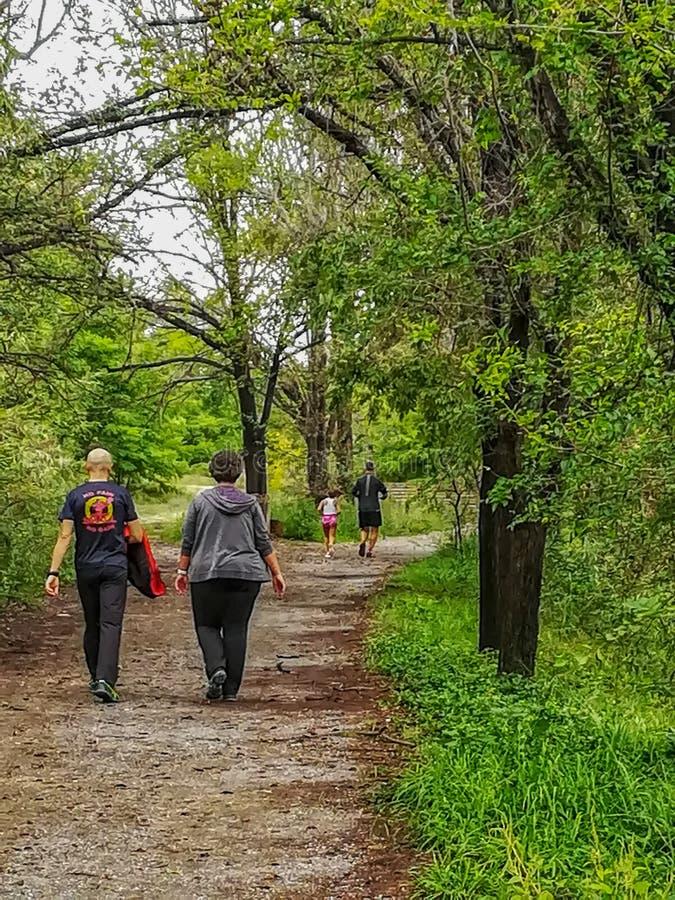 Burriana, Sppain 10/20/18: El caminar de la gente foto de archivo libre de regalías