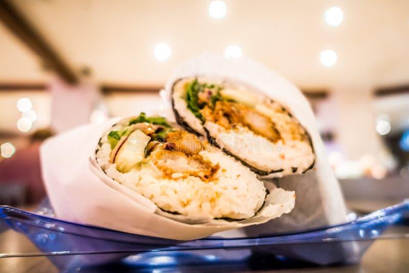 Burriot giapponese dei sushi pronto da mangiare immagine stock