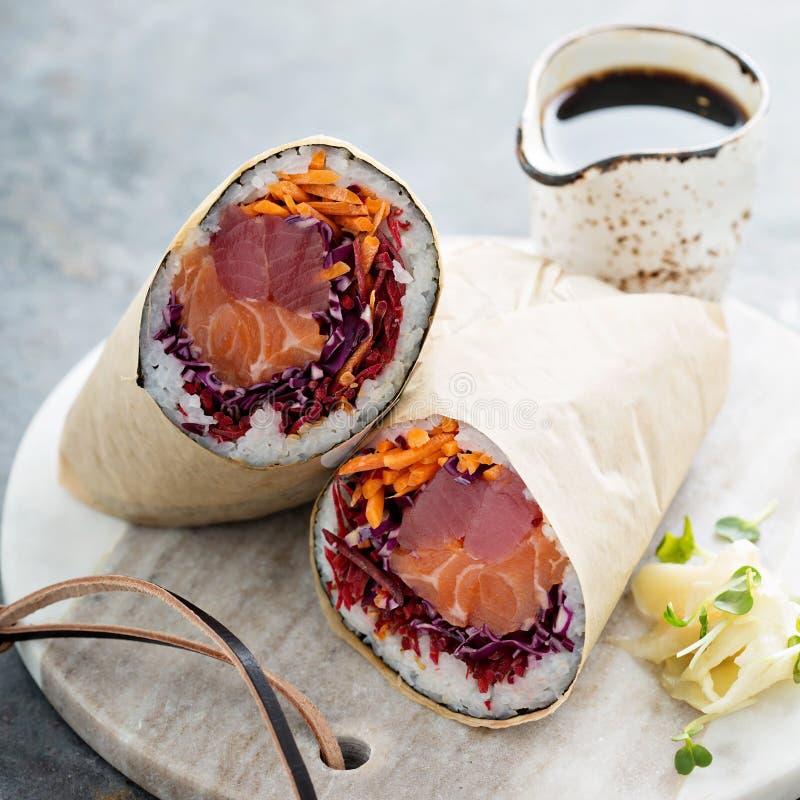 Burrito σουσιών με την πιπερόριζα στοκ εικόνες