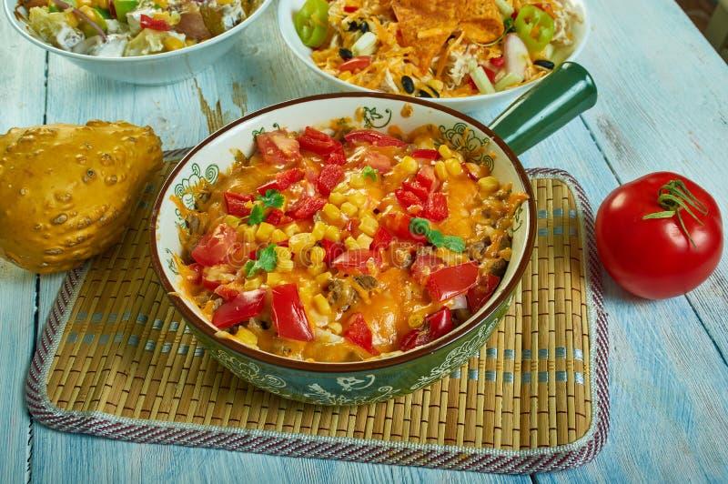 Burrito Bowl Bake im Südwesten lizenzfreies stockfoto