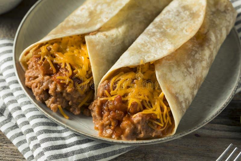 Burrito casalingo del formaggio e del fagiolo fotografia stock libera da diritti