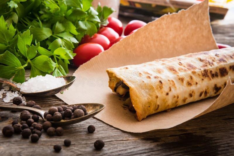 Burrito com vegetais imagens de stock