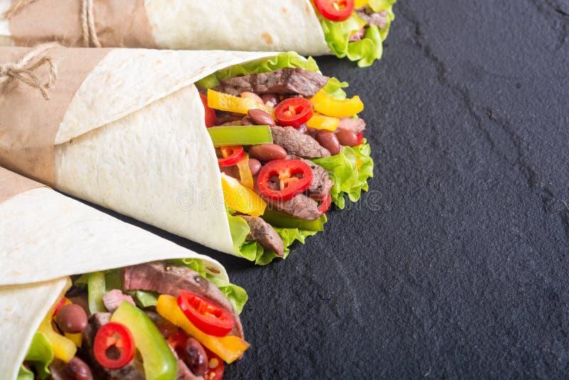 Burrito con manzo immagini stock libere da diritti