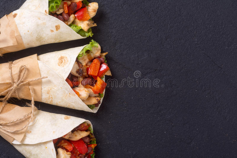 Burrito messicano con il pollo fotografia stock