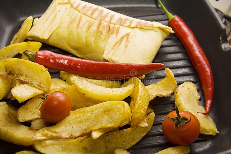 Burrito met aardappel op pan royalty-vrije stock foto's