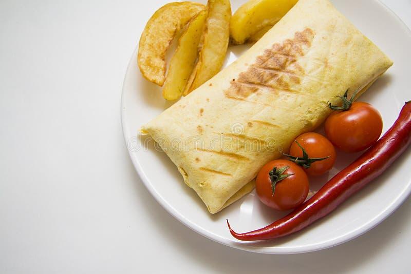 Burrito met gebraden aardappel op wit stock foto's