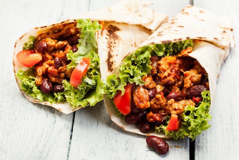 Burrito. Tortilla avec de la viande et des haricots image libre de droits