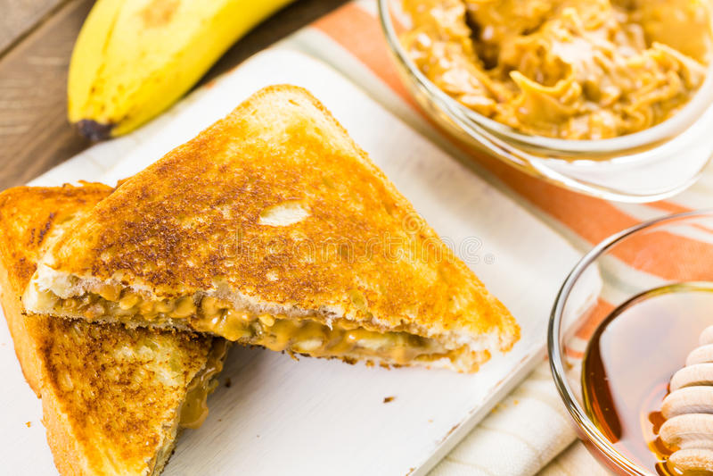 Burro di arachide su pane tostato fotografia stock